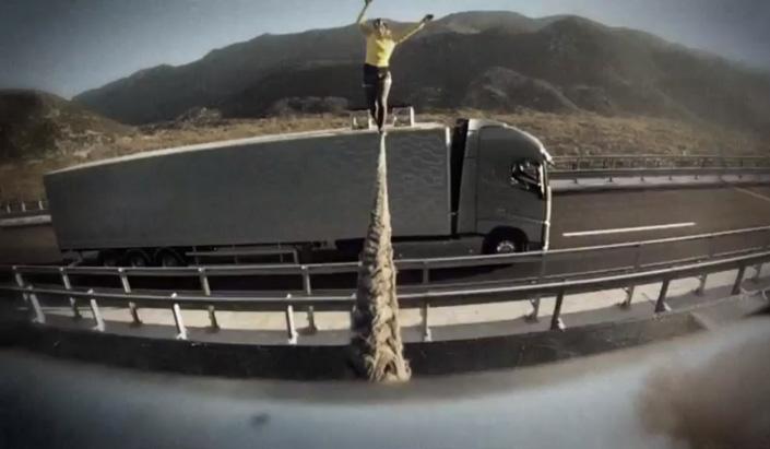 Volvo-Trucks-The-Ballerina-Stunt