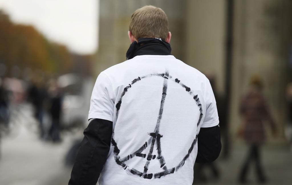 jean jullien-peace for paris2