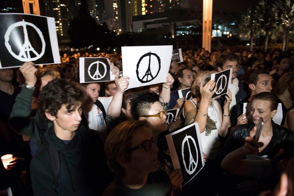 jean jullien-peace for paris3